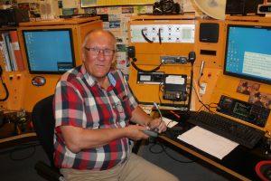 Åke SM7NJD vid radiostationen på SK0TM.